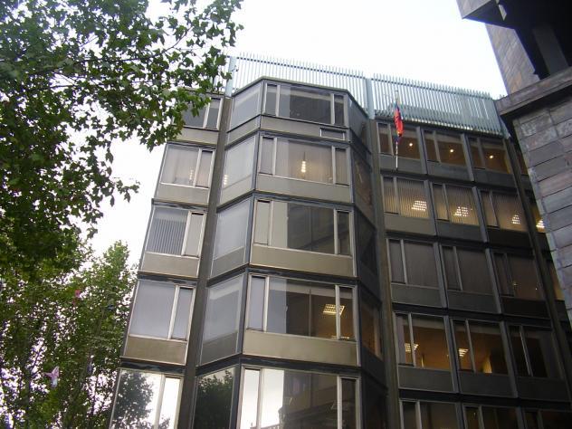 La asociación SOS Venezuela Barcelona ha recogido 650 firmas de venezolanos  afincados en Cataluña para pedir al consulado de Venezuela en Barcelona que  se ... 1c8e2587360